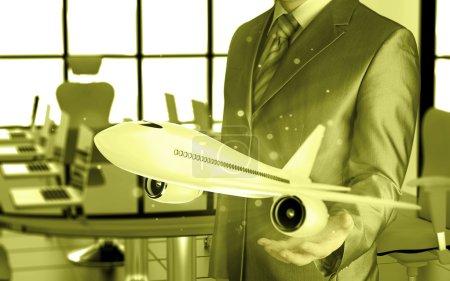 Photo pour Homme d'affaires avec avion sur la main - image libre de droit
