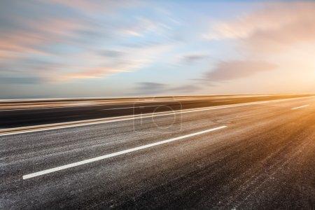Photo pour Fond du ciel et de la route - image libre de droit