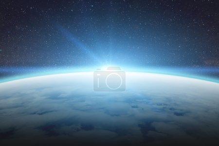 Photo pour Vue de la planète Terre depuis l'espace pendant un lever de soleil - image libre de droit