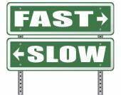 Pomalé nebo rychlé dopravní značka