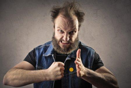 Photo pour Mauvais gars prêt à frapper quelqu'un - image libre de droit