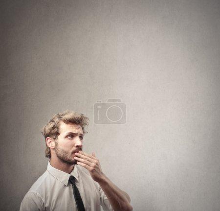Photo pour Homme d'affaires penser - image libre de droit