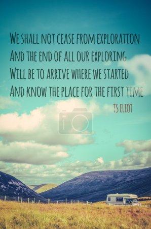 Photo pour Nous ne cesserons pas d'explorer, et la fin de toute notre exploration sera d'arriver là où nous avons commencé et de connaître l'endroit pour la première fois. TS Eliot - image libre de droit