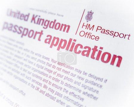 Photo pour Détail d'un formulaire de demande de passeport britannique ou britannique avec Dof peu profond - image libre de droit