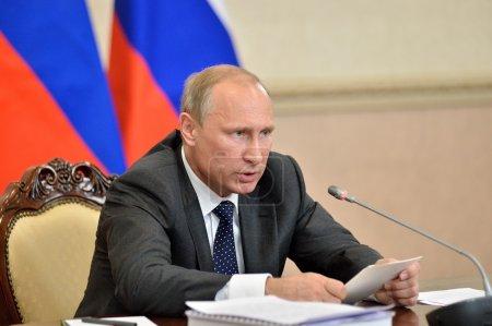 Photo pour Voronej, la région de Voronej, Russie - 5 août 2014: Le Président de la Fédération de Russie Vladimir Vladimirovich Putin lors de la réunion du Présidium du Conseil État - image libre de droit