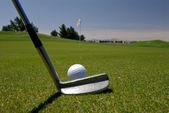 Zarovnání podél putt na golf zelená