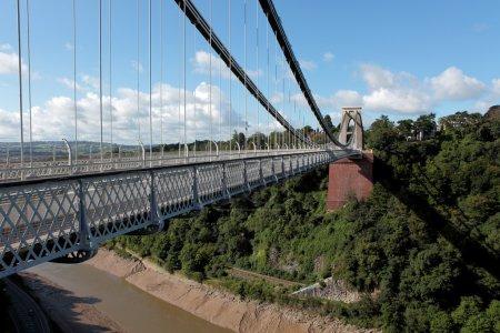 Photo pour Clifton Suspension Bridge est un pont à péage qui enjambe les gorges de l'Avon et la rivière Avo - image libre de droit