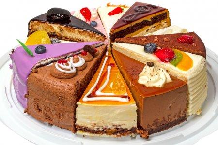 Photo pour Douze morceaux de gâteau différents. Isolé sur fond blanc . - image libre de droit