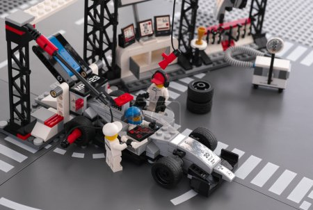 McLaren Mercedes Pit Stop by LEGO Speed Champions