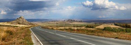 Photo pour La route de Semey à Ust-Kamenogorsk, Kazakhstan oriental - image libre de droit