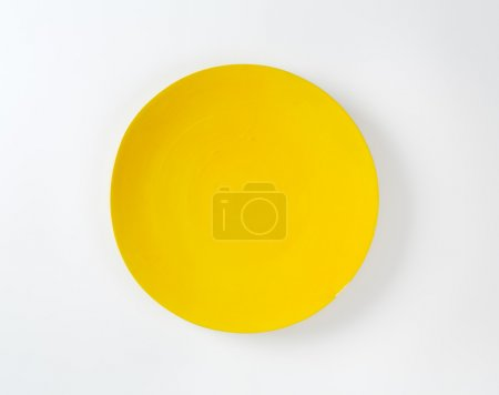 Rimless round yellow plate
