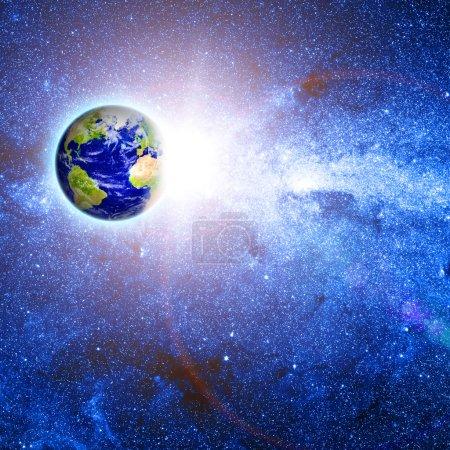 Photo pour Planète Terre dans l'espace. fond bleu brillant - image libre de droit