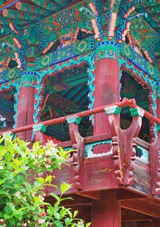 Photo pour Temple bouddhiste Sinheungsa dans le parc national de Seoraksan, Sokcho, Corée du Sud - image libre de droit