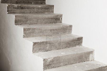 Photo pour Escalier en béton en construction - image libre de droit