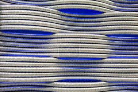 Photo pour Corrugation tuyaux métalliques abstrait fond bleu - image libre de droit