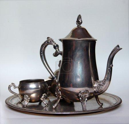 Photo pour Magnifique ensemble de thé traditionnel en argent - image libre de droit