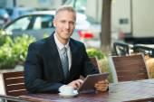 Podnikatel pomocí digitálních tablet