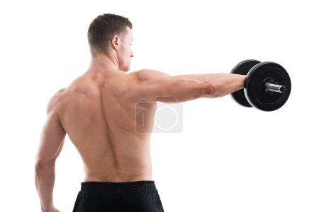Photo pour Vue arrière de l'homme fort soulevant haltère tout en se tenant debout sur fond blanc - image libre de droit