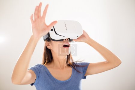 woman using visual reality device