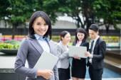 Skupina asijských mladých podnikatelů