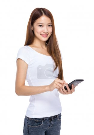 Photo pour Téléphone mobile asiatique prise femelle - image libre de droit