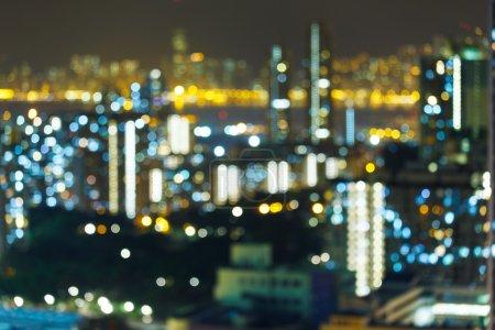 Foto de Vista a la ciudad por la noche borrosa - Imagen libre de derechos