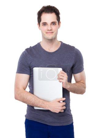 Photo pour Blanc bel homme avec ordinateur portable - image libre de droit
