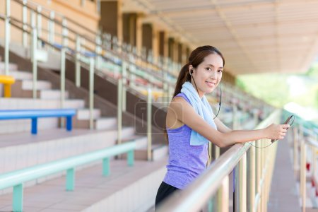 Sporty Woman listen to music