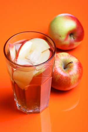 apples and apple juice