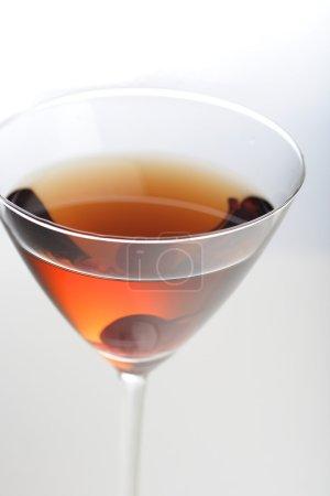 Photo pour Plan studio de boisson en verre de martini - image libre de droit