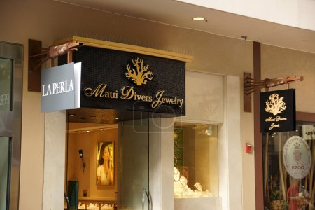 Maui Divers Jewelry Store Front