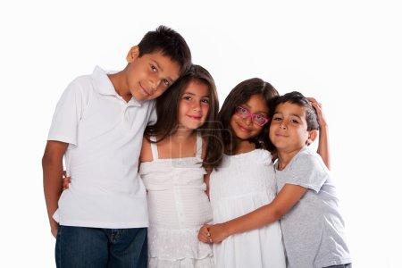 Photo pour Famille de frères et sœurs heureux, ensemble sur blanc . - image libre de droit