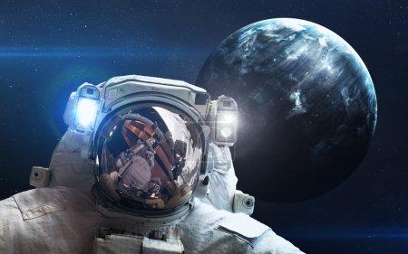 Photo pour Neuvième planète du système solaire ouvert. Nouvelle géante gazeuse. Éléments de cette image fournie par la Nasa - image libre de droit