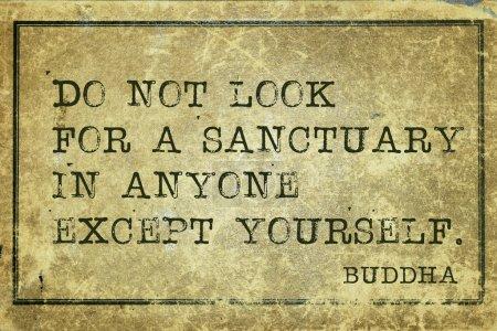 Photo pour Ne cherchez pas un sanctuaire dans tout le monde - célèbre Bouddha devis imprimé sur carton vintage grunge - image libre de droit