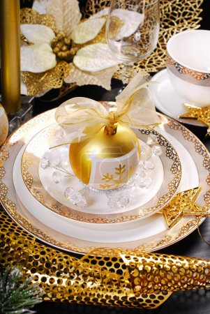 christmas table decoration in glamour style