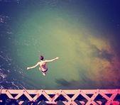 Hoch skočil z mostu železniční
