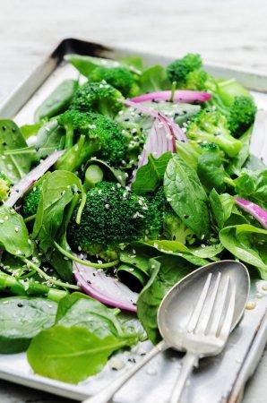 green salad with seeds and broccoli