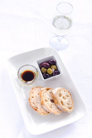 Starter plate of bread and olives