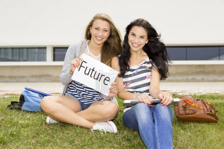 Photo pour Concept sur les élèves pensant à son avenir après l'école secondaire - image libre de droit