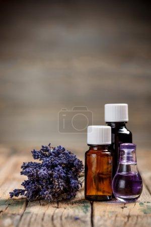 Photo pour Aromathérapie huile et lavande fleur - image libre de droit