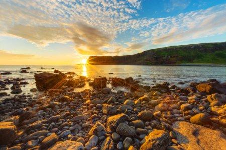 Photo pour Un beau coucher de soleil sur l'île de skye en Ecosse - image libre de droit