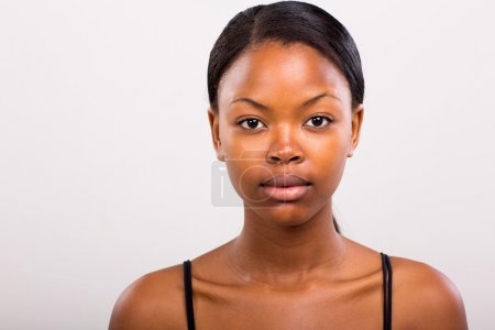 Photo pour Cute african american girl without makeup on plain background - image libre de droit
