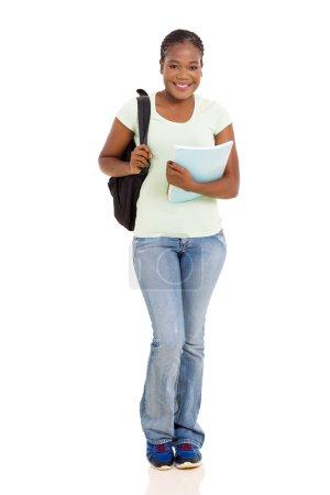 Photo pour Jolie étudiante africaine américaine en pleine longueur, isolée sur blanc - image libre de droit