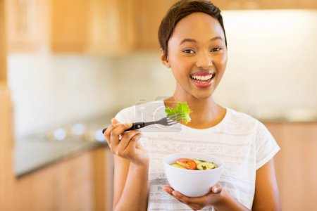 woman eating vegetable salad