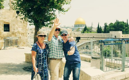 son traveling parents