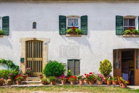 portes et fenêtres de maison ancienne