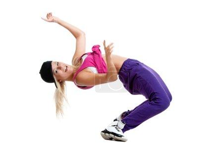 Photo pour Belle fille danseuse blonde sexy en vêtements sportifs dansant isolé sur fond blanc - image libre de droit