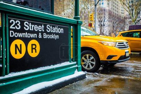 Photo pour Rue de la ville de New York et scène métro - image libre de droit