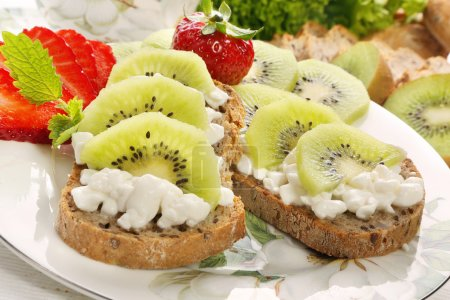 Bread with cottage cheese kiwi and strawberries