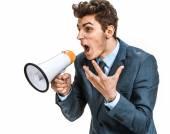 Zdůraznil muž křičí přes megafon